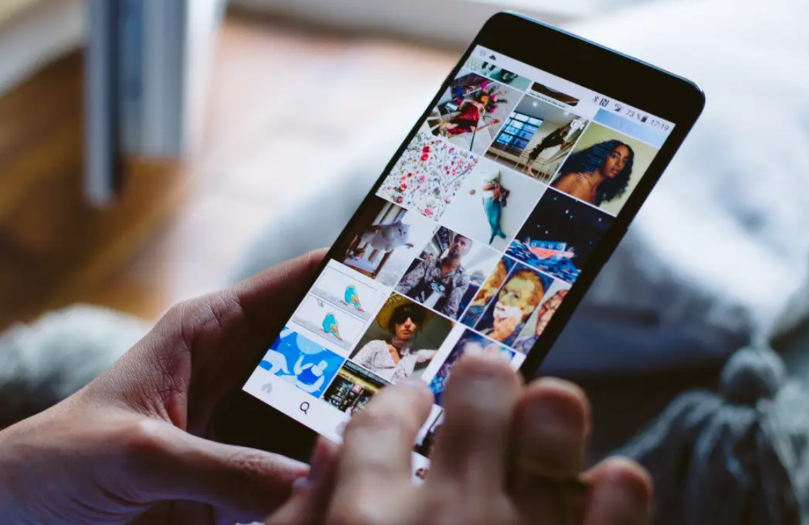 share photographs and video presents on your Instagram Story.